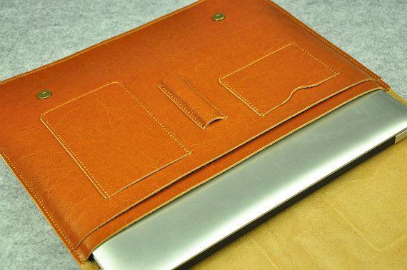 ¡ Hola! ¡ Bienvenido a mi tienda!  Nuestros artículos son 100% hechos a mano.  Está hecho de cuero que es suave y de buena calidad deel y proporcionará el portátil con una gran protección. Este diseño es multifuncional.  Especialmente aptos para 11 en Macbook Air, Macbook, de 12 pulgadas en 13 Macbook Air, 13 en Macbook Pro con Retina Display(2016/Old), en 13 Macbook Pro no-Retina Display, en 15 Macbook Pro con Retina Display(2016/Old), en 15 Macbook Pro no Retina Display.  Podemos…