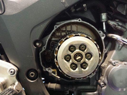Yamaha TDM 900. Discos de embrague. Taller de reparación de motos en Gijón JR Motos