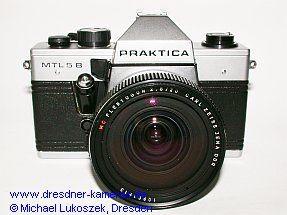Praktica MTL 5 B mit Flektogon 2,8/20 (späte Version mit Zeitenknopf und Auslöser für Vorlaufwerk aus schwarzem Kunststoff)