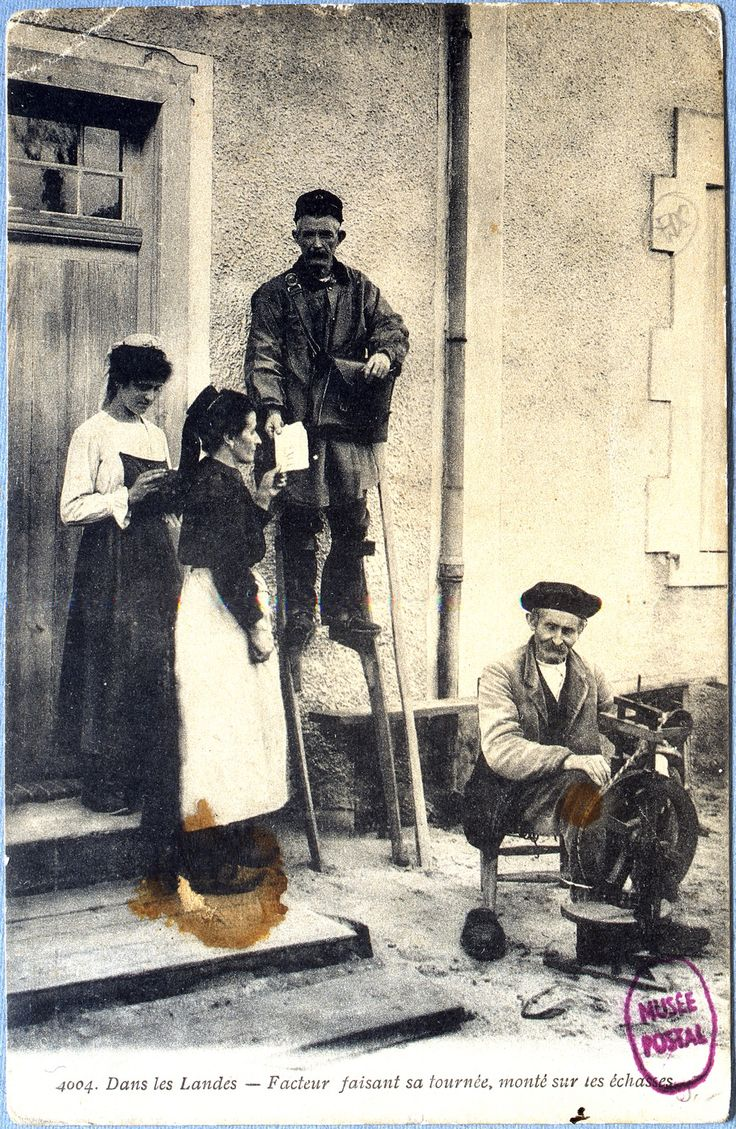 1905 - Un facteur rural avec des échasses dans les Landes [FL 202 PAR 362] © L'Adresse Musée de La Poste / La Poste, DR.