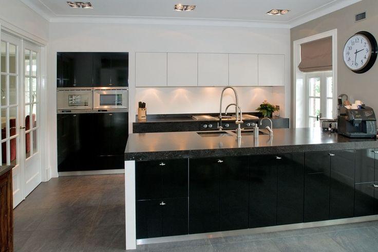 Zwart witte keuken voor stijlvol landelijk interieur for Interieur landelijk