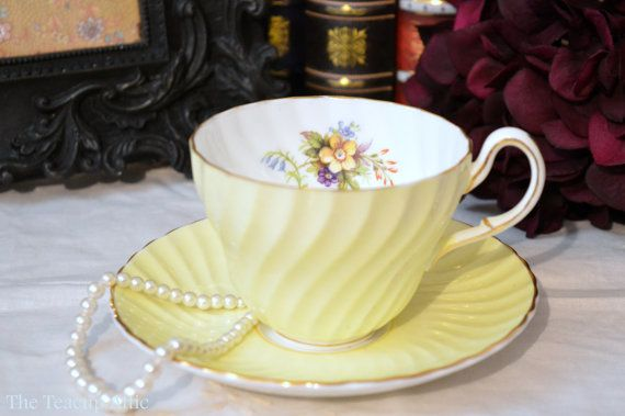 Decoratively neutral tea cup set by Foley that would combine well with any other pattern and makes a lovely set for friendly tea in the afternoon.