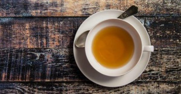"""Εκτός από το γνωστό και αγαπημένο πράσινο τσάι, που θεωρείται ο """"βασιλιάς» της αποτοξίνωσης, υπάρχουν και άλλα θαυματουργά φυτά με ισχυρές αντιοξειδωτικές"""