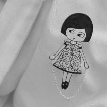 Petite fille à la corde à sautée - Broche en plastique fou - inspiratio