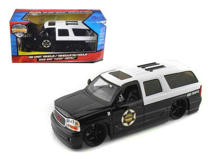 2002 GMC Yukon Denali Police 1/24 Diecast Model Car by Jada