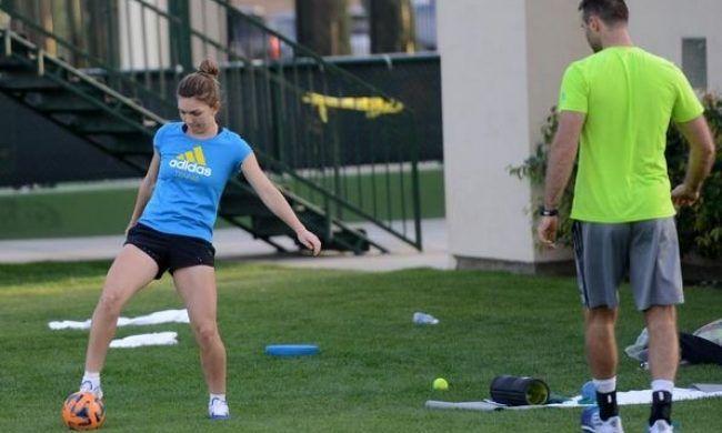 TENIS / Simona Halep se încălzește la fotbal pentru Indian Wells