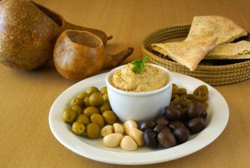 L'hummus è una delle ricette arabe più conosciute al mondo. Tipica soprattutto del Libano e della Siria, oramai è diventata famosa anche da noi. La ricetta