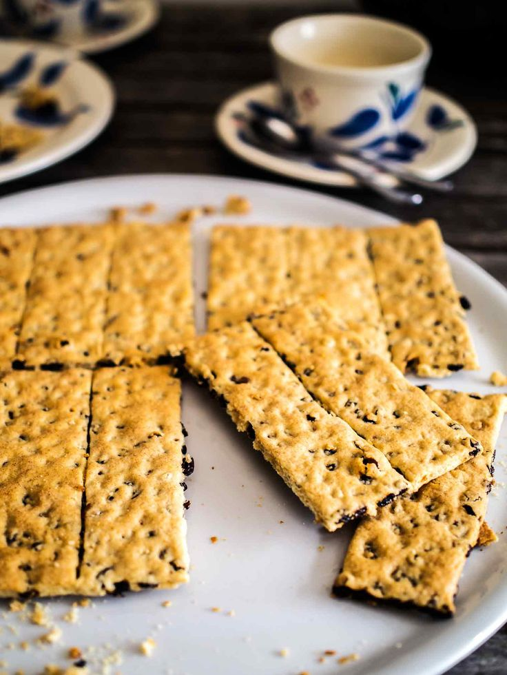 Garibaldi Biscuits (Currant Cookies)   Discover Delicious   www.discoverdelicious.org   Vegan Food Blog