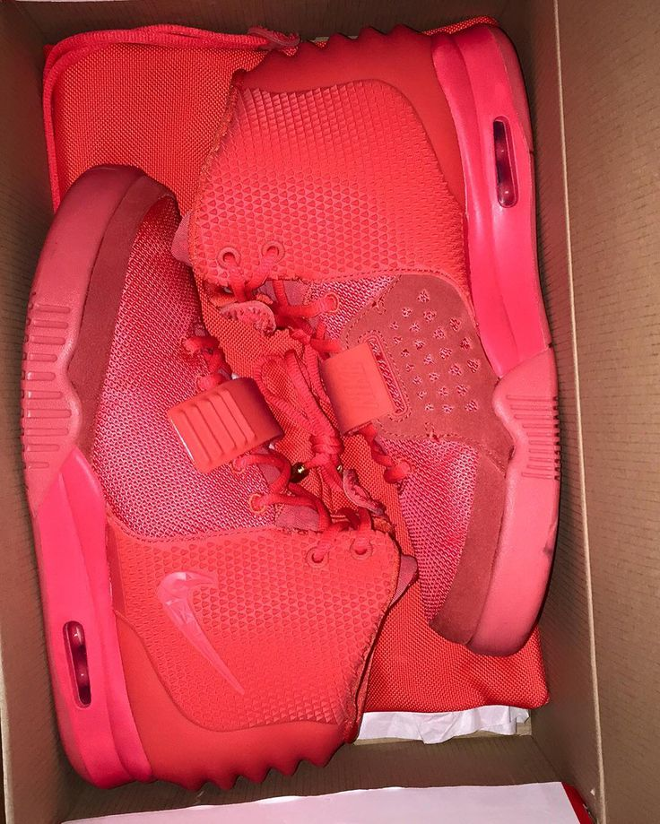 Box fresh Yeezy 2 Red October #nike#yeezy#redoctober#hypefeet#yeezyfashionmarket #kanyewest#sneaker #sneakeraddict#complexkicks#crepgame#yeezy2#igsneakernoterity#snkrhd#fashion#fresh#new#hypebeast#kickstagram#follow#red by ghostsneaks