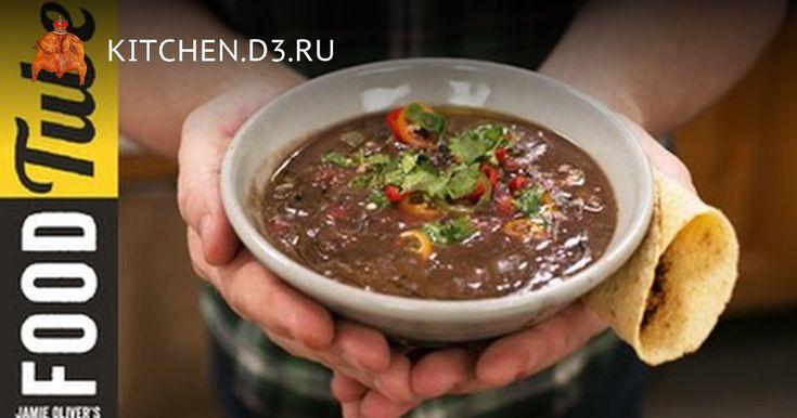С год назад промозглым зимним днем фейсбучной лентой прибило видео, где Джейми Оливер готовит суп из черных бобов. В рецепте меня привлекли три вещи: 1. Очень хотелось чего–нибудь горячего. 2. Процесс готовки – рубим ингредиенты по очереди и закидываем в суп без дальнейших танцев у кастрюли. 3...