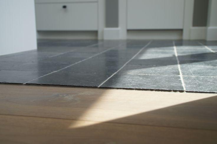 Vietnamese Hardsteen vloertegeltjes (gezoet 20x20x2 cm). Mooi in combinatie met hout! Scherpste prijs bij: www.natuursteenmeterik.nl