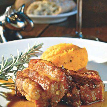Travers de porc mariné au miel et au romarin