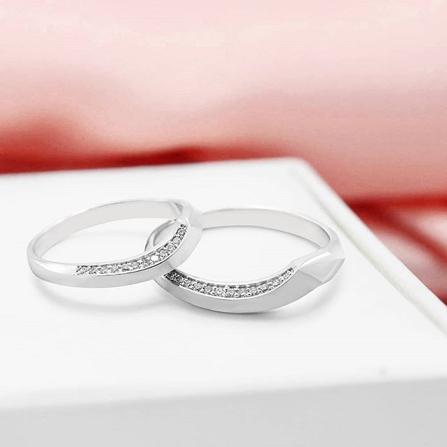 Bianca . This classic model wedding ring has a very unique shape, with a slightly curved diamo… | Cincin Kawin Berlian | Cincin Emas | Cincin Palladium | Engagement Rings, Wedding Rings, Rings