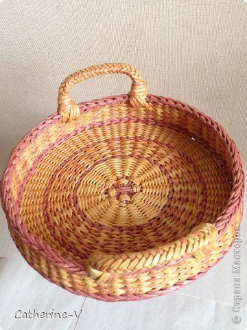 Поделка изделие Плетение Поднос №2 Розовый меланж Бумага газетная фото 4