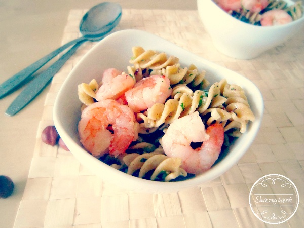 Pasta with shrimp and parsley pesto. Such a lovely starter!
