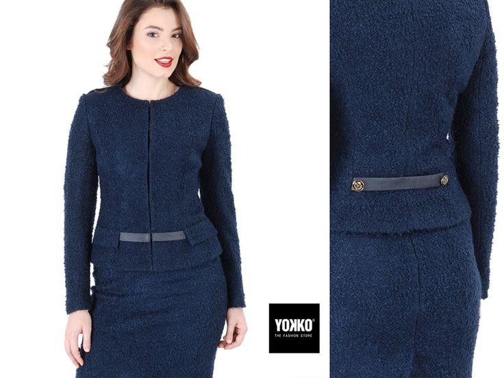 Sacoul elegant GABRIELLE -20% #blackfriday  Din bucle cu lana, fara guler, cu garnitura aplicata pe linia umarului, clape decorative pe fata si garnitura de piele ecologica in talie. Elegant & confortabil, de zi & de seara. #jacket #wool #bleumarine #office #women #business #yokko