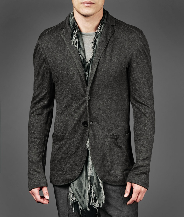Cotton and linen plated blazer with crinkled finish, notch collar design and front pockets.  For an easy off duty layer over a tee and pair with the sport pant of your choice.