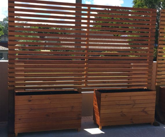 Timber privacy divider screen trellis with horizontal slats for Deck dividers for privacy