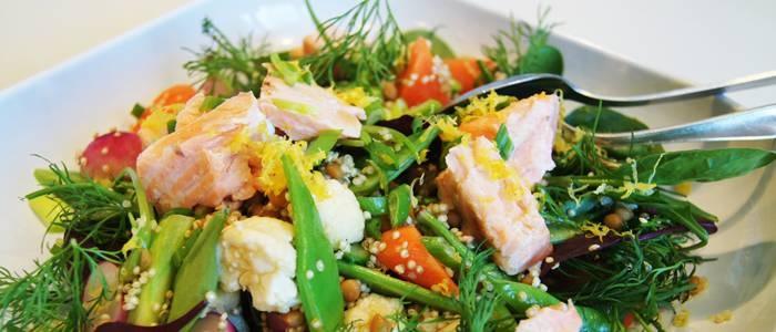 Ugnsbakad lax och primörragu med quinoa - recept från Lantmannen.se