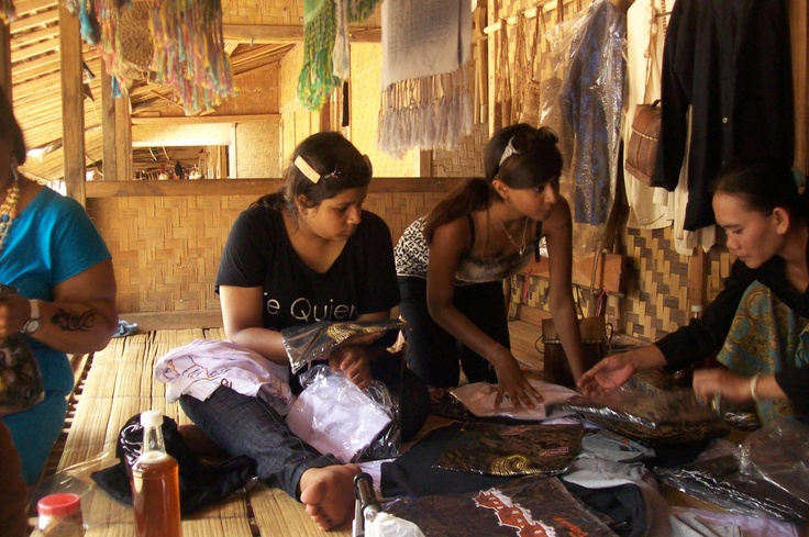 Baduy Trip: Buying Ethnic Souvenirs