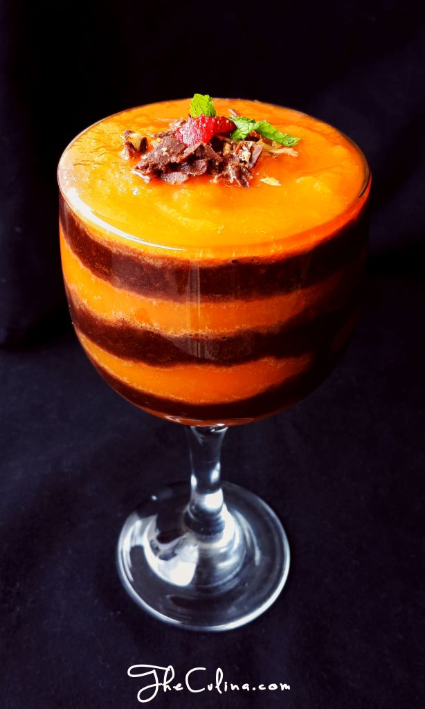 CARROT, PAPAYA, AND CHOCOLATE SMOOTHIE Are you a chocolate lovers? Combine vegetable and fruit to your chocolate to get a healthy drink! Recipe is on the blog.