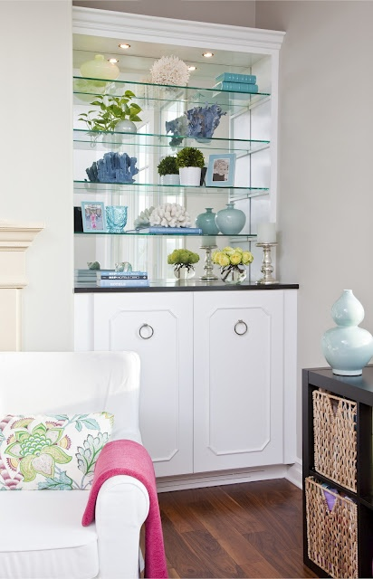 Guest Post: Style a Bookcase Right-Tips from Interior Designer Emily Ruddo!   via CocoCozy