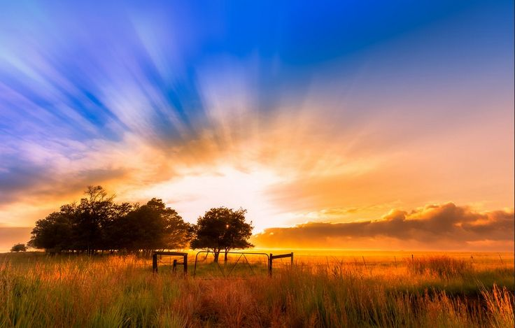 """Waking in Heaven"" Sunrise in Newcastle, Midlands & Battlefields, KZN  📷 Andrew Harvard  WhereToStay Newcastle https://www.wheretostay.co.za/town/newcastle/accommodation"