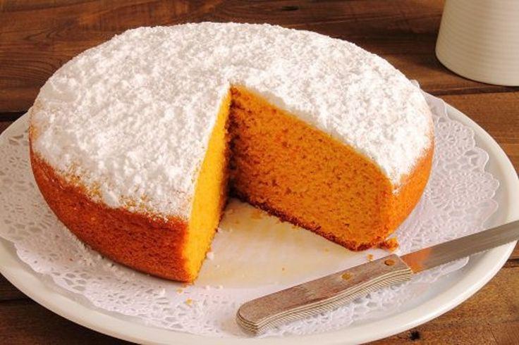 Pastel de Zanahorias más exquisito del mundo que no requiere mucho esfuerzo. INCREIBLE. La zanahoria es rica en nutrientes y vitaminas. Su contenido de beta-carotenos nos ayuda a mantenernos sanos y fuertes y previene el envejecimiento. Hoy lesofrecemos la receta de la tarta de zanahoria. Con este rico postre, podrás alegrar nuestras comidas, mientras aportas, ...