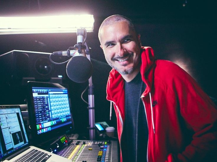 Apple's new radio host keeps these 2 motivational quotes on the wall of his office (AAPL)