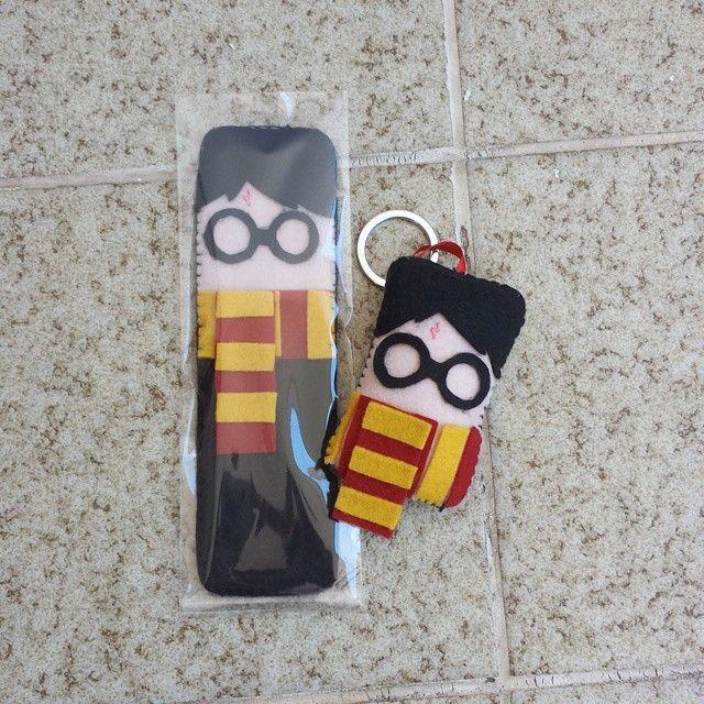 Esse conjunto é pra quem ama Harry Potter. :3 Marcador de página e chaveiro. <3