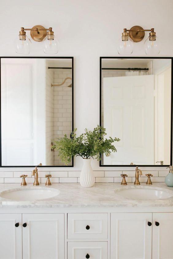Diese Weissen Schranke Und Marmor Arbeitsplatte Doppelwaschbecken Master Bad Ist Nur L In 2020 Badezimmer Design Gunstige Badrenovierung Badezimmerwaschtisch