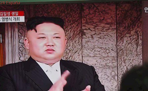 Corea del Norte presenta un misil balístico para submarinos en el desfile militar del Día del Sol