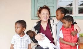 Ελένη Ράντου: Το ταξίδι της στην Αφρική και το συγκινητικό μήνυμά της   Η Ελένη Ράντου ταξίδεψε έως την Αφρική και για εκείνη ήταν ένα από τα πιο σημαντικά ταξίδια της ζωής της ήταν μία εμπειρία ζωής.  from Ροή http://ift.tt/2qWPnQc Ροή