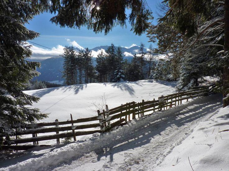 Mösern bietet herrliche Winterwanderwege und einen grandiosen Ausblick über das Inntal. #winterwandern #winter #tirol #mösern