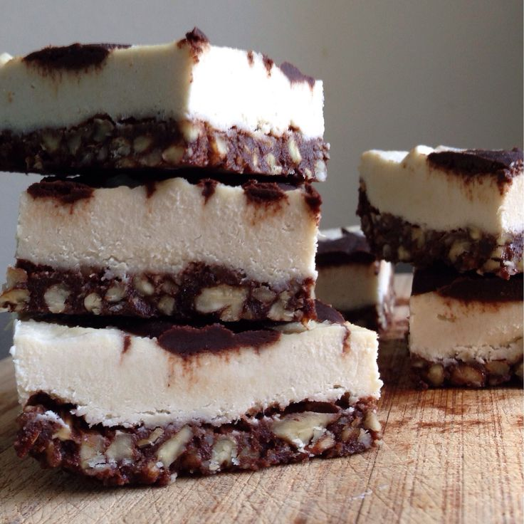 Just when I think I've made every raw vegan dessert…I find a recipe for chocolate cheesecake bars! From one of my favorite foodie websites, The Detoxinista. I saw her pictures, read the…