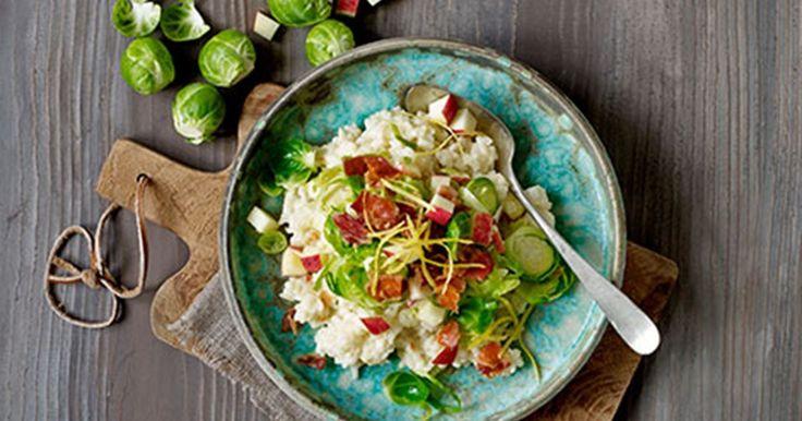 En nem og hurtig risotto med topping af en dejlig klassisk blanding: Æble, bacon og kål.