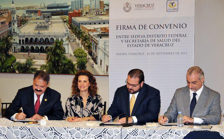 El Gobernador, acompañado de su esposa, la señora Karime Macías de Duarte, firmó el convenio junto con el secretario de Salud estatal, Juan Antonio Nemi Dib y el secretario de Salud del Distrito Federal, José Armando Ahued Ortega.