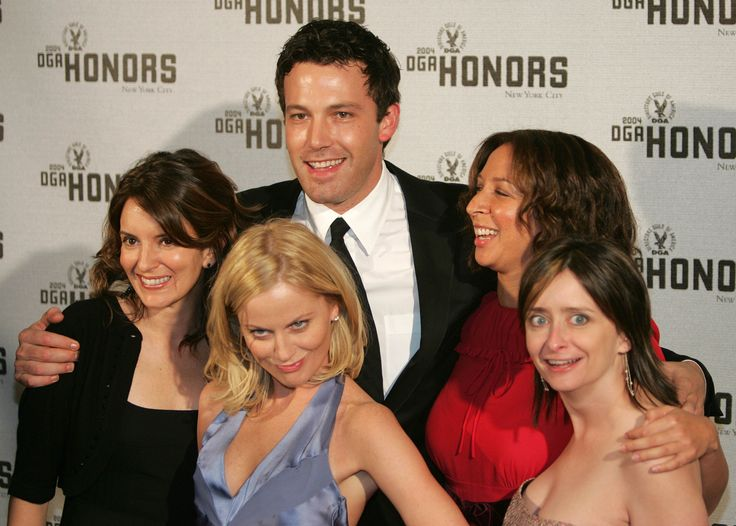 Ben Affleck getting cozy with the ladies of SNL! Tina Fey, Amy Poehler, Maya Rudolph!