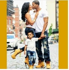 Love the matching outfits, I want a boy so he can match daddy and she can match mommy!! Sooo cute