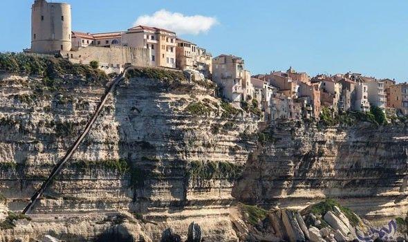 كورسيكا جزيرة الجمال في فرنسا ملاذ ا لمحبي الشواطئ Natural Landmarks Travel Mount Rushmore