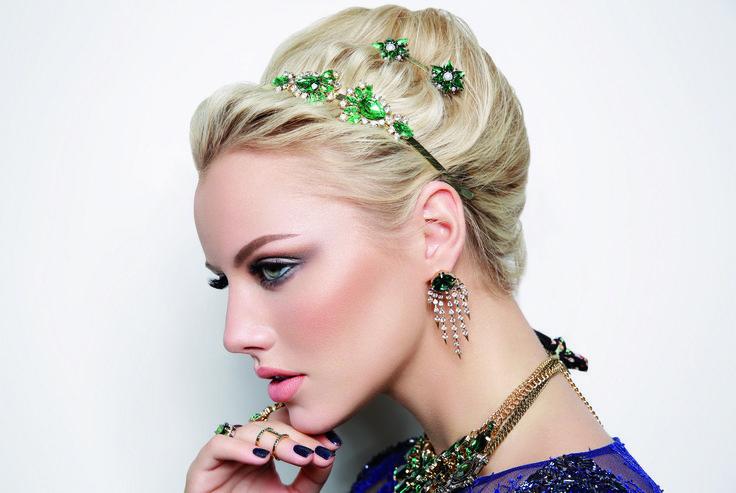 #Fashion #trend #Accessories #gold  #green #woman #fashionwoman #style #diva #trend #beauty #woman