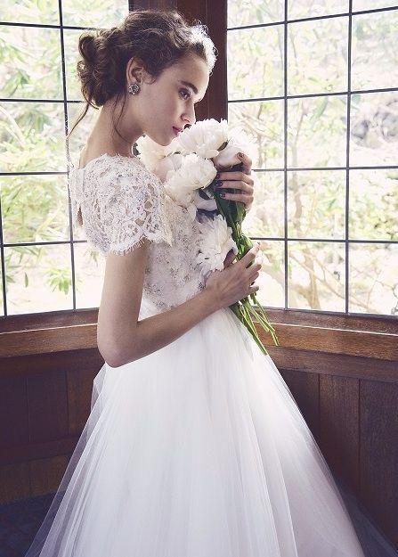 KENNETH POOL(ケネスプール)-03-20019。世界最高峰ブランドのウエディングドレスのレンタル、人気・トレンドのカラードレス、圧倒的にオシャレなメンズのレンタルタキシード、アクセサリー豊富。提携外の結婚式場に持ち込み可能。ドレスの試着にご来店ください。海外挙式への貸出も可能。