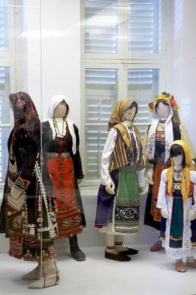 Ethnological Museum of Thrace - Men's and Women's Costumes [http://www.facebook.com/emthrace/photos/10152426105589701]