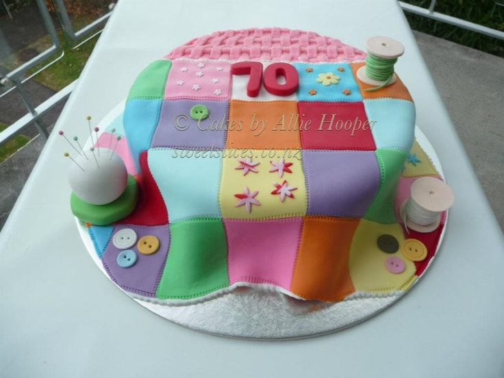 Cake Decorating Quilt Design : Patchwork quilt cake Cakes by Allie Hooper Pinterest ...