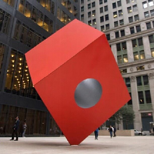 赤い立方体 ニューヨークにあるイサム・ノグチ作のパブリックアート。 - @his_japan- #webstagram
