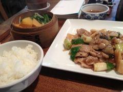 大阪で夜景が綺麗な中華料理の店として人気の店だけど実は昼間のランチがお得 医食同源をコンセプトにした身体に優しい中華ランチが用意されてるよ どの料理もとにかく絶品で中国人も食べにくるほど スープやザーサイなんかも丁寧に作られているからおすすめだよ tags[大阪府]