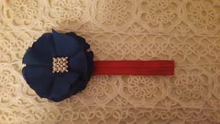 Headbandslatina              : Banda roja con flor azul y detalles perlados