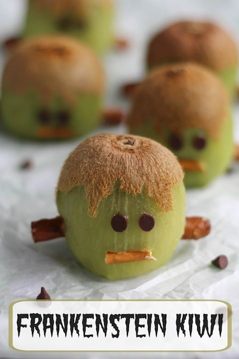 These Franken-kiwis are an easy, cute, healthy Halloween treat! Perfect for Halloween fruit trays, fun after-school snacks, and edible Halloween party decorations!