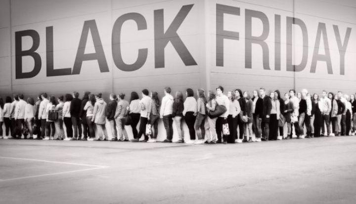 """BLACK FRIDAY 2013. In ce zi este """"Vinerea Neagra"""" anul acesta si de unde ii vine numele"""