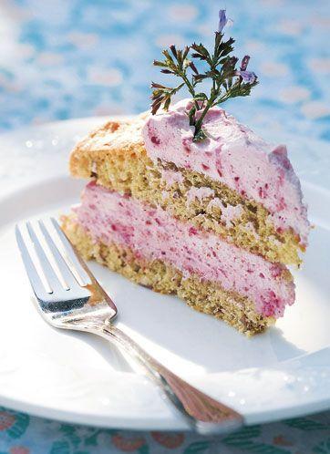 Opskrift fra Ninas Naturcafé. Hindbærlagkage kan også laves med jordbær